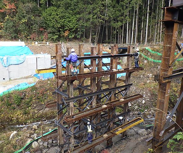 仮橋工:3.水平継材・斜材等の設置1