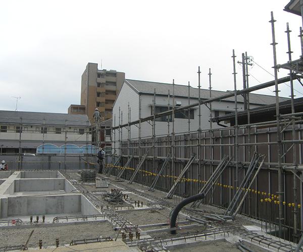 富士文化幼稚園 外部足場組立作業1